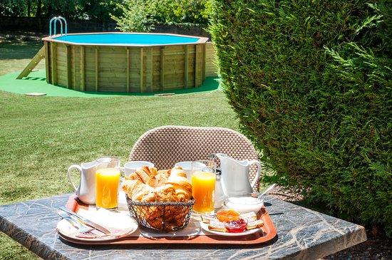 La Châtre-Nohant, France : Petit déjeuner en chambre