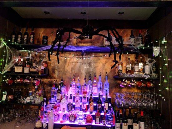 Berkeley Springs, WV: Halloween bar decorations