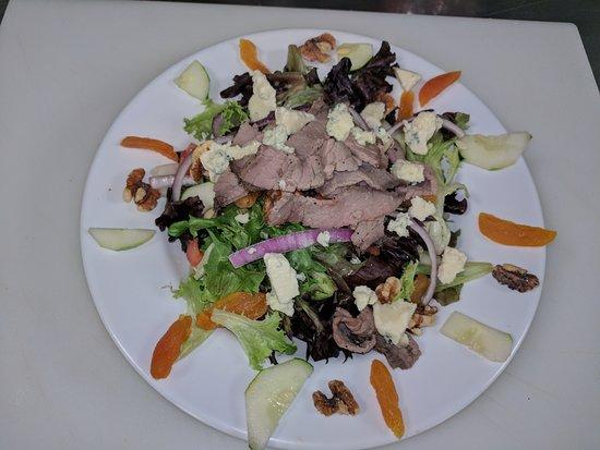 Berkeley Springs, WV: Blue Cheese Steak Salad