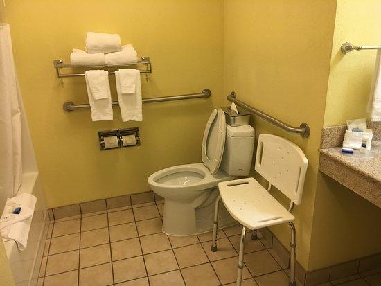 Lawrenceburg, KY: Standard Handicap Accessible Bath