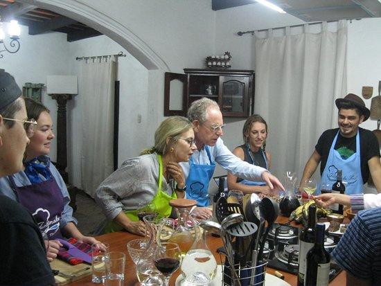 Jocotenango, Guatemala: Impression of our interactive cooking classes. A fantastic introduction to a new culture!
