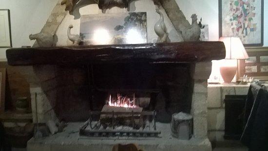 Montfavet, Francia: Il lieve profumo di fumo di legna che pervade la sala è impagabile...