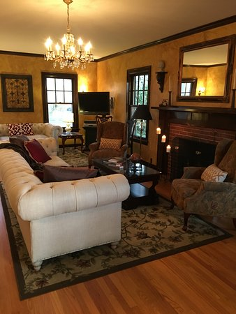 A' Tuscan Estate Bed & Breakfast: Relax in our comfortable living room.
