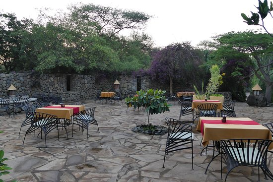 Kia Lodge – Kilimanjaro Airport: Exterieur pour petit dejeuner