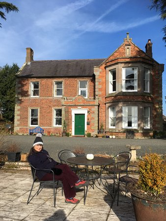 Cheswick, UK: This was in February so alfresco dining not required