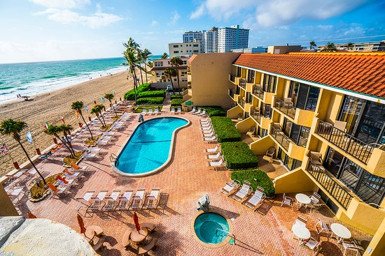 Foto de Costa del Sol Resort, Lauderdale by the Sea: The open design of each unit provides clean spaces to enjoy drinks and meals from the full kitchen in each unit. - Tripadvisor