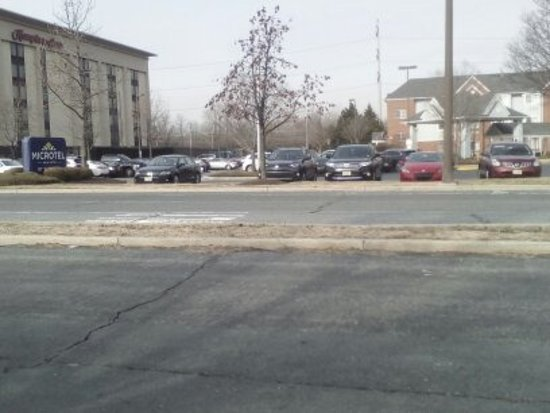 Microtel Inn & Suites by Wyndham Philadelphia Airport: Outside view of hotel parking lot