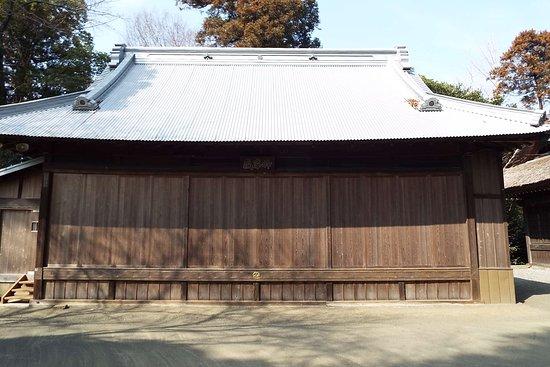 Nakai-machi, Japan: 境内にある神楽殿では4月29日には鷺の舞が行われるそうです。