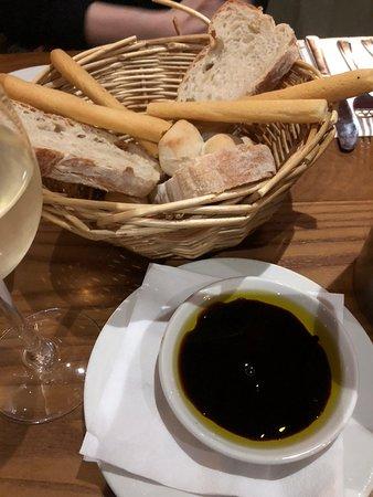 Bella Italia Inverness: Pane Bella with oil and balsamic vinegar