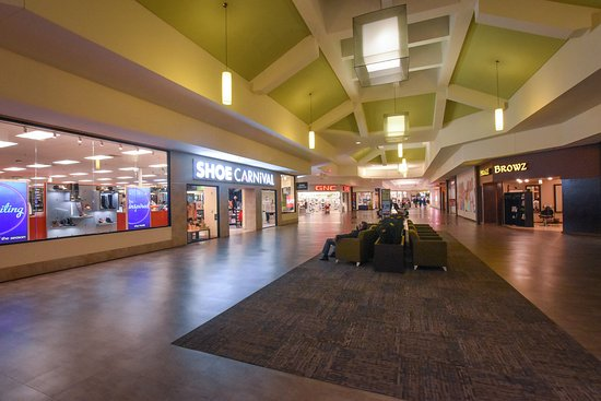 Roseville, Мичиган: Macomb Mall (interior)