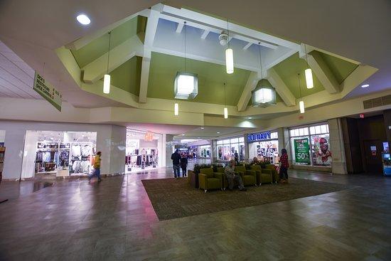 Roseville, MI: Macomb Mall (interior)