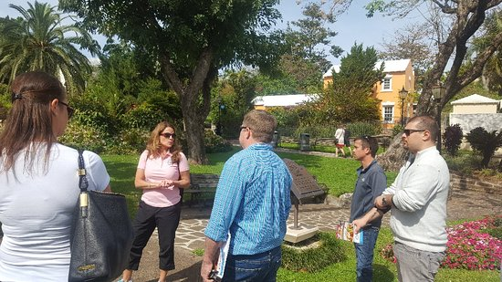 A fun, food and drink filled tour with historical commentary through the city of Hamilton. Porti