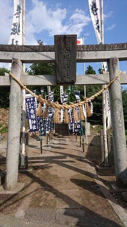 Morioka, اليابان: 巻堀神社の鳥居です。