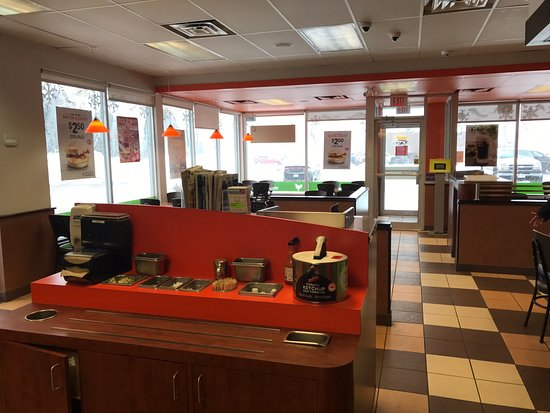 Richibucto, Canada: The Dining Area and condiments counter