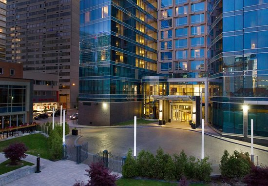 courtyard montreal downtown hk 800 h k 1 0 2 0. Black Bedroom Furniture Sets. Home Design Ideas