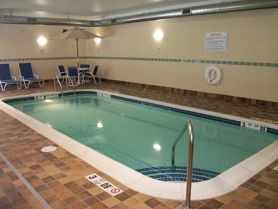 Holiday Inn Express Cortland: Pool