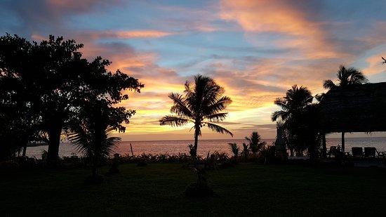 Paradise Taveuni: Just another amazing sunset walking through the grounds.