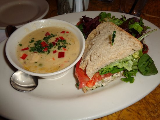 ‪‪Grand Lux Cafe‬: Soup, Salad and 1/2 Sandwich‬