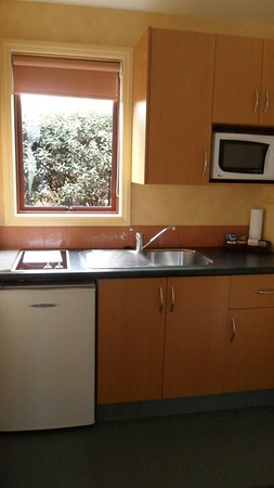 Red Tussock Motel: Kitchen in Apartments 1-8