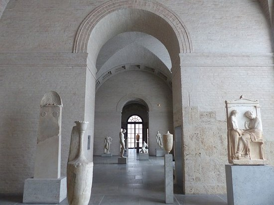 Glyptothek: Ample place for each item on display