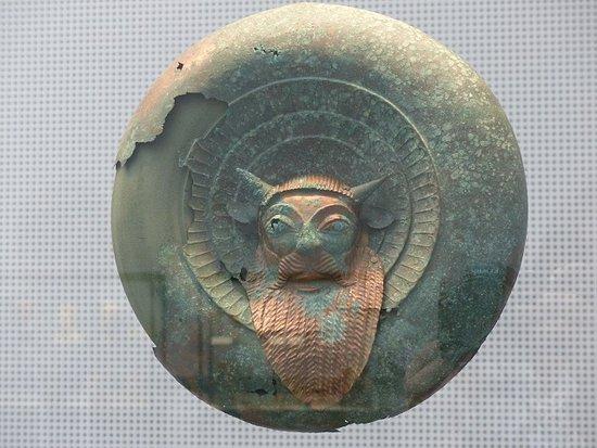 Glyptothek: Bronze shield