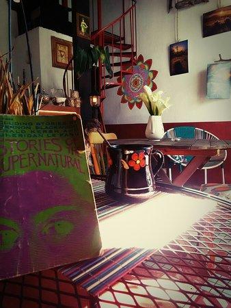 Mientras Espero Cafe & Galeria