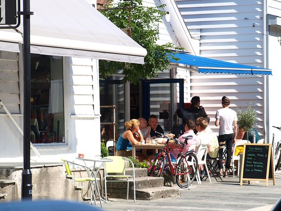 Floro, Norge: FjordKysten Tourist Information is located in the charming coastal town Florø