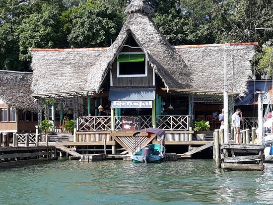 Rio Dulce, Guatemala: Best way to approach this hotel is by water taxi