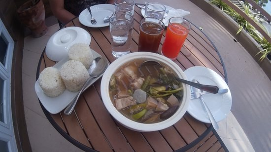 Anilao, Philippines: They served food to your room