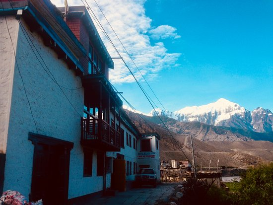 Kagbeni, Nepal: hotel and Nilgiri peak