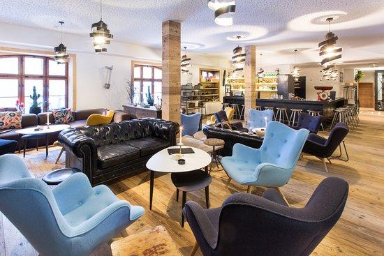 Lobby und Bar - Picture of Raffl\'s Tyrol Hotel, St. Anton am Arlberg ...