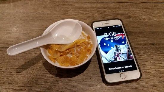 White Palace Bangkok: Breakfast boll not as big as an i-phone 5 (look at the spoon)