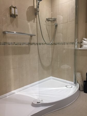 Kelling, UK: Huge walk in shower, very luxurious.