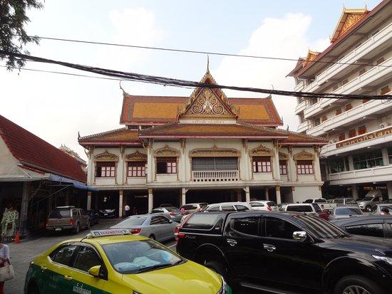 Wat Khanikaphon (Wat Mai Yai Faeng)