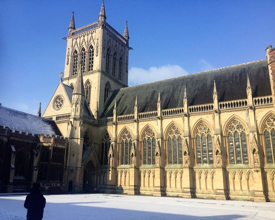 Round Church Guided Walks: St. John's College Chapel in the snow and sun...