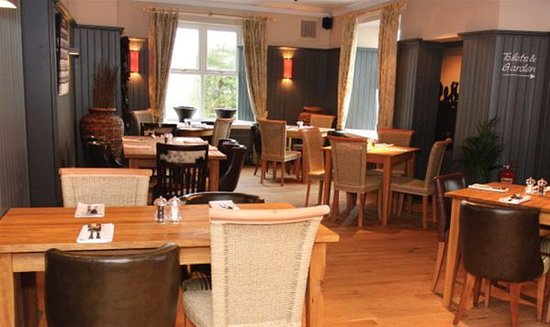 Clutton, UK: inside the Warwick, but loads more rooms and tables
