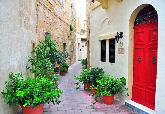 Ta' L-Ibrag, Malta: Streets in Birgu