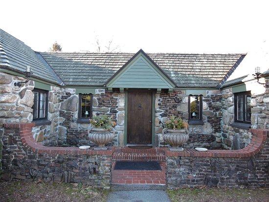Spencer, MA: Retreat House entrance