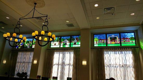 Hampton Inn Suites Valdosta Conference Center: Beautiful breakfast area