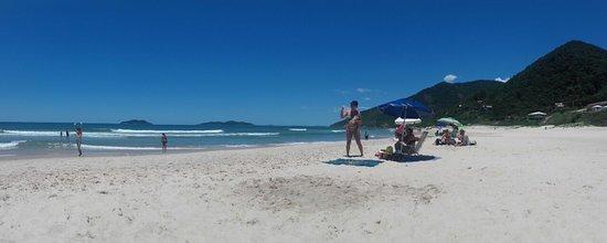 Pantano do Sul, SC: Praia Dos Acores, detras, Praia Da Solidao
