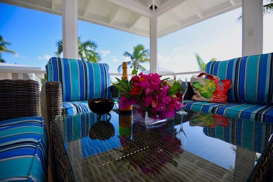 Cape Santa Maria Beach Resort & Villas: All Accommodations have a large, screened in patio over the stunning beach and turquoise water
