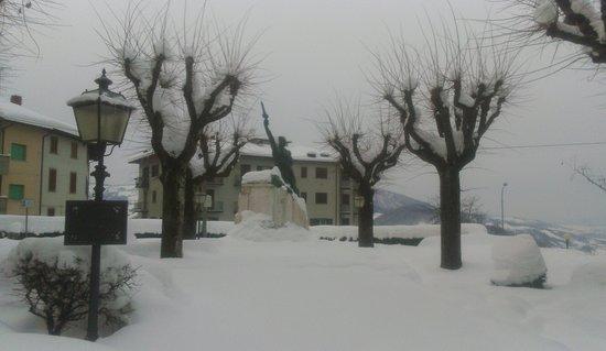 Castiglione Dei Pepoli, Italien: il monumento ed il giardino