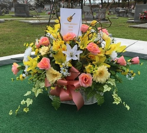 Hank Williams Memorial - Oakwood Annex Cemetery: Happy 95th Birthday Miss Audrey. Flowers from Hank, Jr. 2/28/18