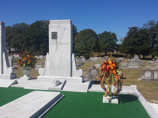 Hank Williams Memorial - Oakwood Annex Cemetery: 92nd birthday Sept, 2015. Hank Williams Memorial