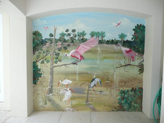 Saint James City, Flórida: outdoor lanai mural 8 ft x 8 ft of spoonbills and a night heron