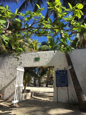Poc-Na Hostel: Entrée pour la plage privée