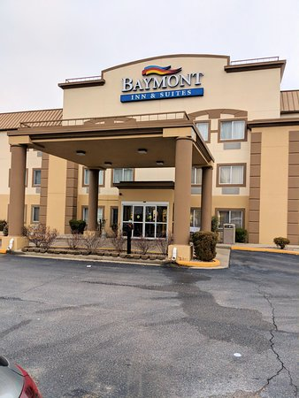 Baymont by Wyndham Evansville North/Haubstadt: Entrance.