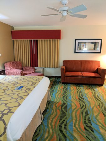 Baymont by Wyndham Evansville North/Haubstadt: Lots of empty space was nice.