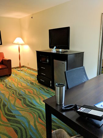 Baymont by Wyndham Evansville North/Haubstadt: TV, microwave and TV