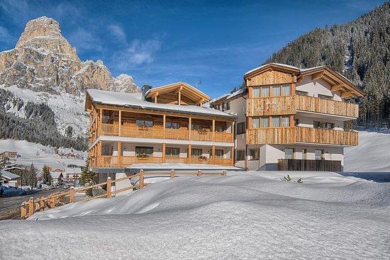 Villa tony small romantic hotel corvara in badia itali for Small romantic hotels